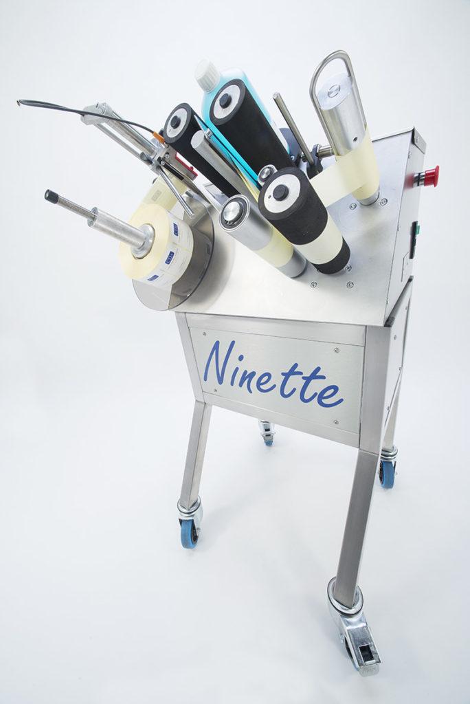 ninette 1 etiquetadora semiautomática botellas CDA