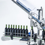 R1000, CDA's automatic labeling machine for the beverage industry