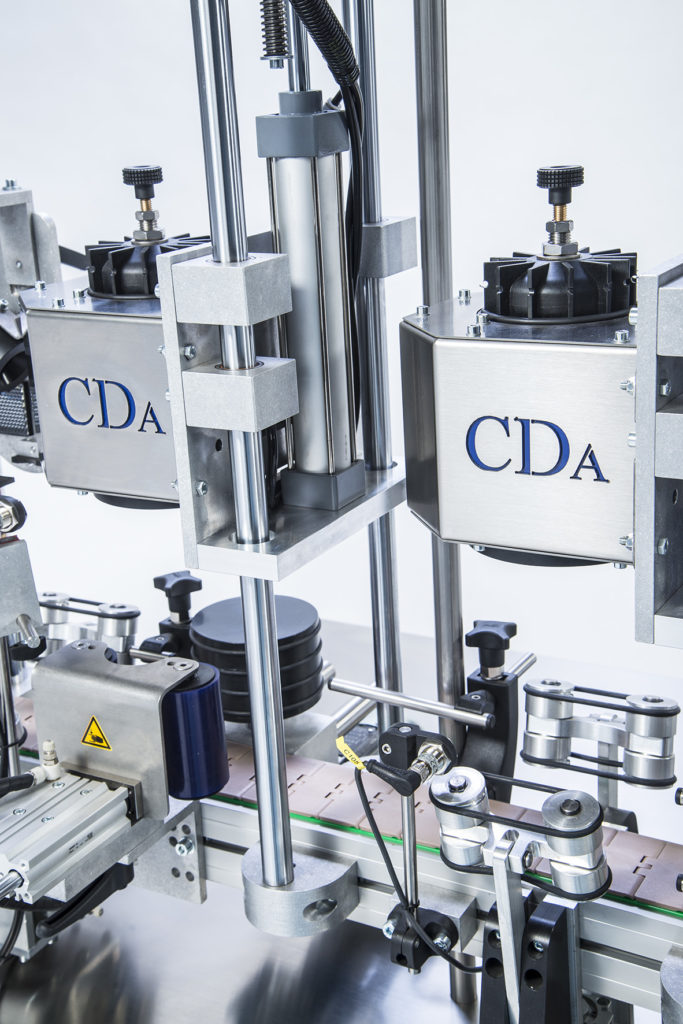 R1000 1500 mix range, CDA's automatic wine bottle labeling machine
