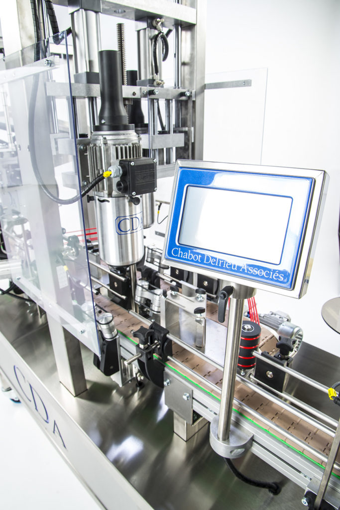CDA's lystop S automatic labeling machine for wine