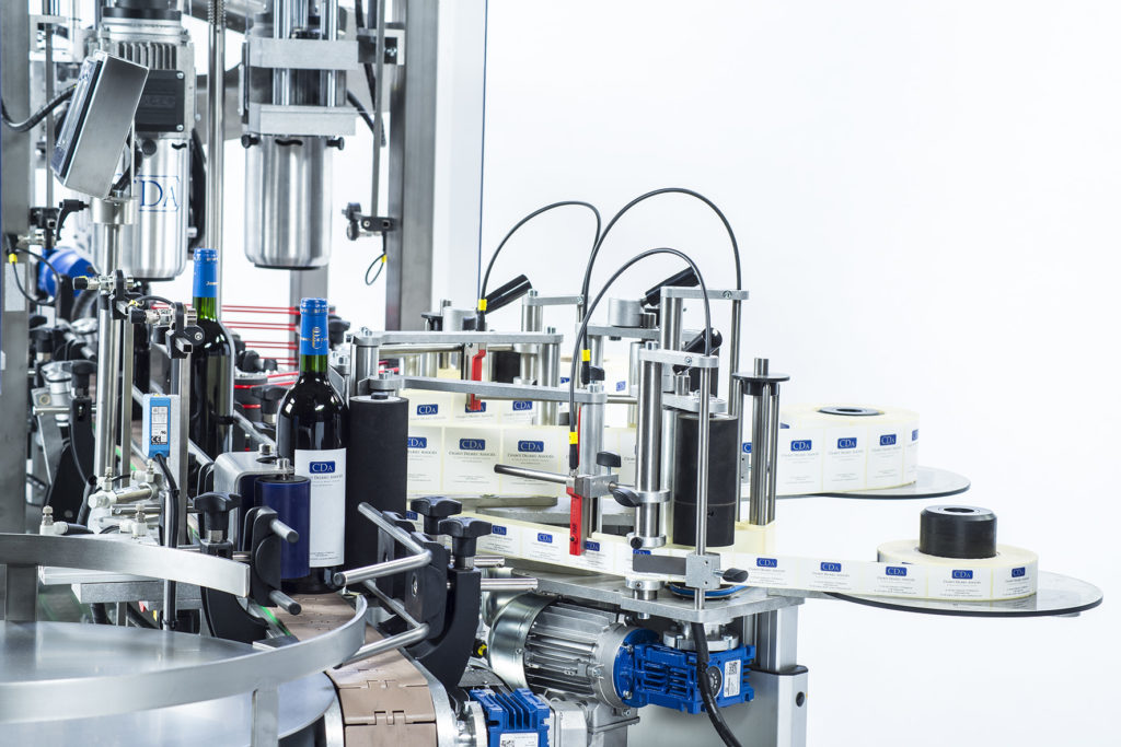 CDA's lystop S automatic wine bottle labeling machine